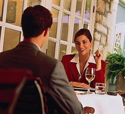 Мы расскажем вам о том, как приглашать партнера на деловой обед, как вести.